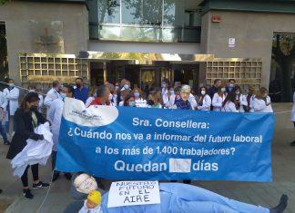 Concentración de sanitarios frente a la Conselleria de Sanitat