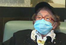 una empleada de Macdonals con 100 años