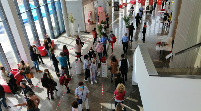 """Casi 300.000 valencianos se quedan en el """"limbo de la inmunización"""" por el cambio de AstraZeneca"""