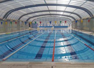 Muere un bombero de Gandia mientras practicaba apnea en la piscina