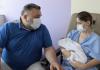 Una mujer da a luz a un bebé sano tras estar en la UCI de La Fe con coronavirus