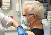 Vacunan a Joan Ribó horas después de reclamar su dosis