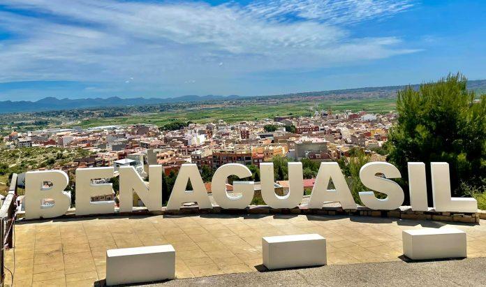 Benaguasil estrena el nuevo cartel de la ciudad al estilo Hollywood