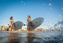 Las mejores playas valencianas para surfear con las olas del Mediterráneo