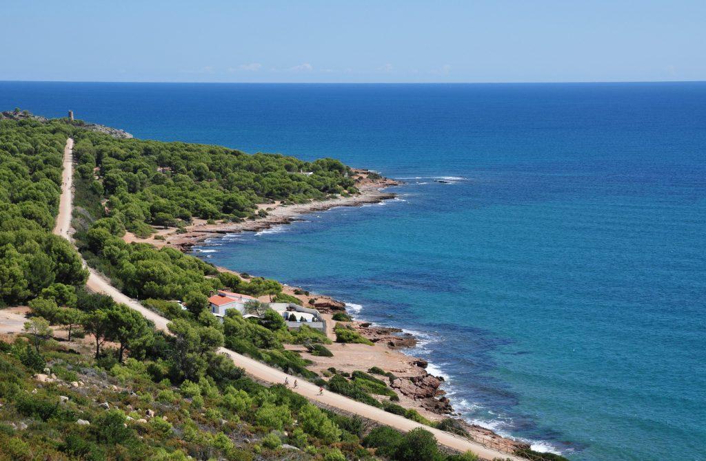 Así es La vía Verde del Mar: una ruta con vistas al mar a través de un antiguo tramo ferroviario
