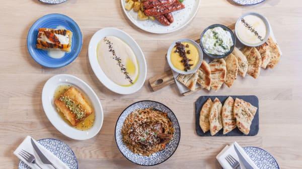 Los restaurantes que te harán viajar a Grecia sin moverte de la terreta