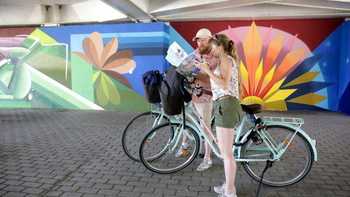 El Jardín del Turia se convierte en un museo de arte urbano: ruta por los 12 murales más bonitos