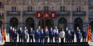Abucheos a Sánchez y aplausos al Rey en la Conferencia de Presidentes