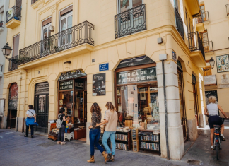 """La Comunitat Valenciana entra en """"riesgo alto"""" y se prepara para un nuevo escenario de restricciones"""