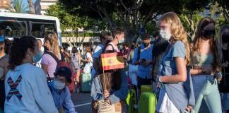 13 jóvenes del 'macrobrote' de Mallorca dan positivo al entrar en Valencia