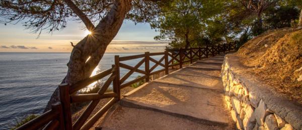 La tranquila ruta de calas y acantilados de Benissa