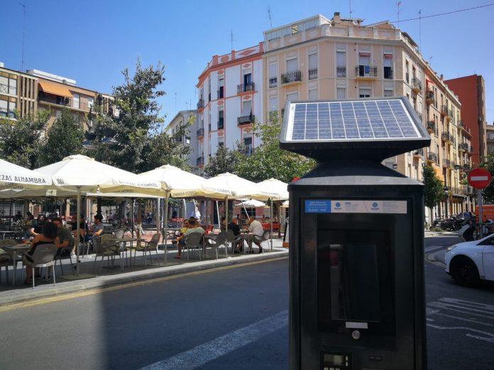 Valencia se cierra al tráfico por Fallas: listado de calles prohibidas para aparcar