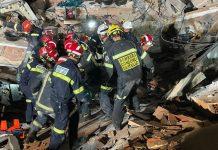 Los bomberos rescatan a una persona