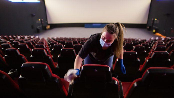 Los cines, teatros y comercios valencianos recuperan la normalidad