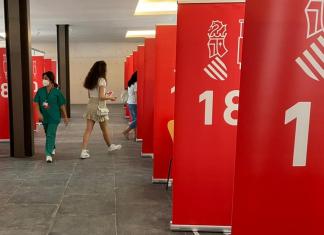 """Los adolescentes valencianos dejan de estar en """"riesgo extremo"""" de contagio"""