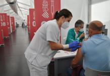 Sanitat comienza a administrar la tercera dosis de la vacuna contra el coronavirus