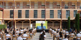 """Denuncian a un colegio valenciano por castigar sin clase a niñas con faldas """"demasiado"""" cortas"""