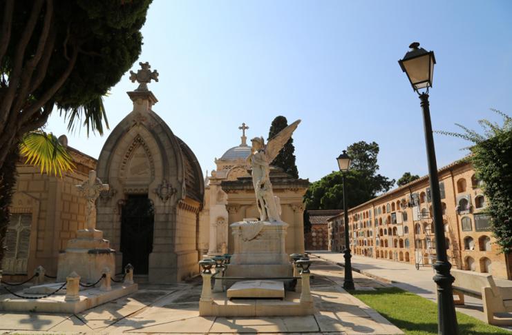Todos los Santos | Cómo localizar nichos y tumbas en el cementerio de Valencia